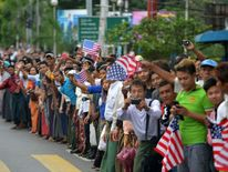 Burmese residents line streets in Yangon to greet Barack Obama