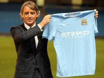 Manchester City manager Roberto Mancini signs 2009