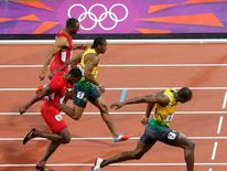 Jamaica's Usain Bolt (R) pulls ahead to win the men's 100m final during the London 2012 Olympic Games at the Olympic stadium in London August 5, 2012.