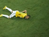 Neymar tackled by Zunigo
