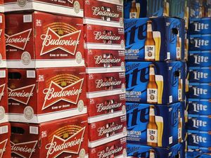 SABMiller shareholders back £79bn beer takeover by AB InBev