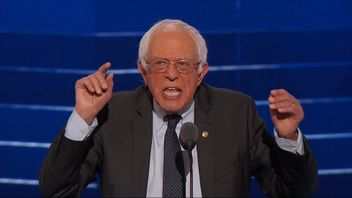Bernie Sanders backs Hillary Clinton at the DNC