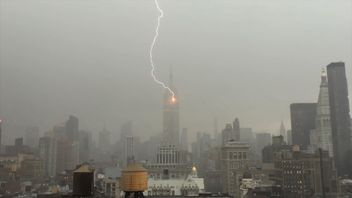Lightning strikes the Empire State Building in New York City