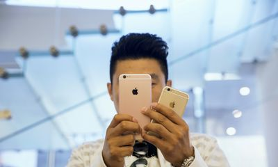 Apple sales down, China's OPPO takes crown in market share