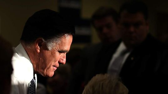 Republican presidential candidate, former Massachusetts Gov. Mitt Romney greets workers at call center on November 6, 2012 in Pittsburgh, Pennsylvania.