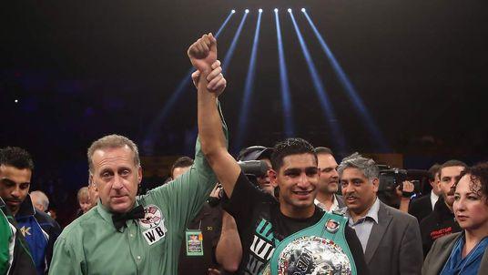 Amir Khan beats Carlos Molina