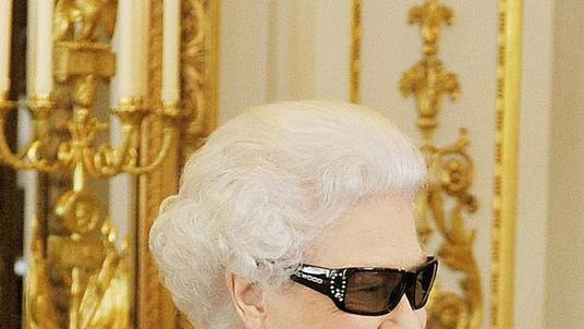 Queen Elizabeth II wears 3D glasses to watch th recording of her Christmas message