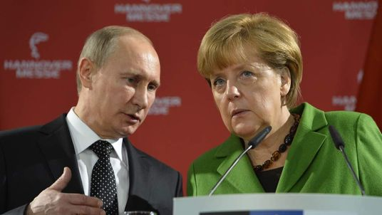 Putin and Merkel at trade fair in Hanover