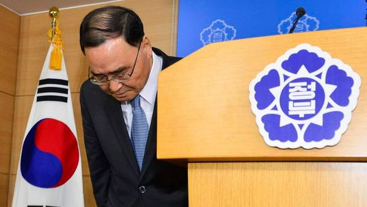 South Korean Prime Minister Chung Hong-won bows after announcing his resignation at a news conference.