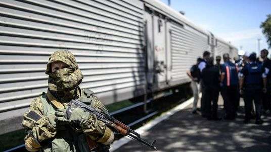"Trains containing bodies from the MH17 crash site are being blocked by ""terrorists"", the Ukrainian government has said."