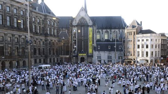 Thousands March Through Amsterdam To Mourn The Victims Of Flight MH17