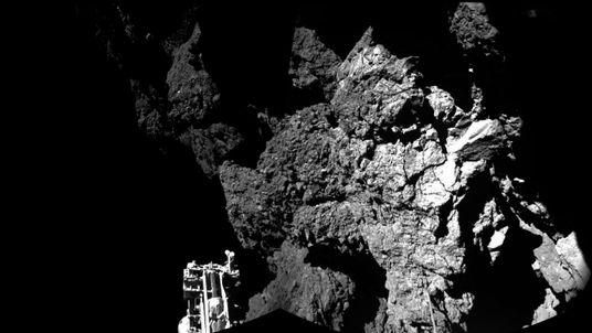 The 67P/Churyumov-Gerasimenko comet as seen from Philae lander