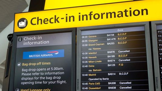 Flights delayed by fog