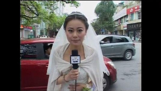 Reporter Chen Ying goes on air in her wedding dress after the earthquake in China