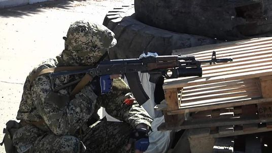A man holds a gun in the Ukrainian city of Kostyantynivka