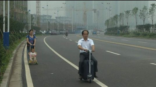 He Liangcai invented suitcase scooter