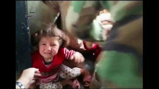 Iraqi Army helicopters airlift refugees from Mount Sinjar