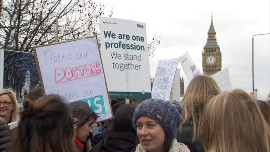 Junior doctors strike at St Thomas' Hospital