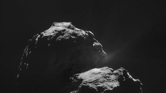 Spacecraft ready to land on speeding comet