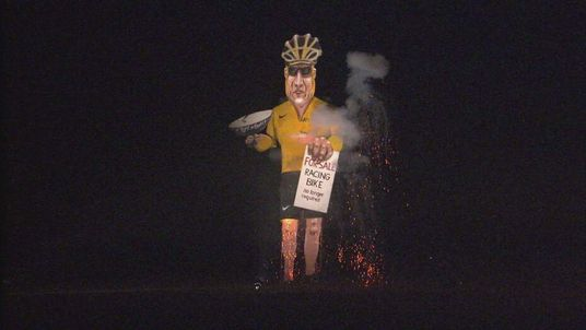 Effigy of Lance Armstrong has been burned in Kent