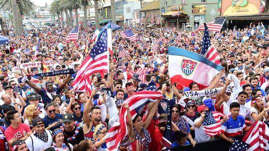 FBL-WC-2014-USA-FANS