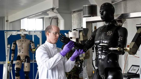 Mannequin to test chemical suits