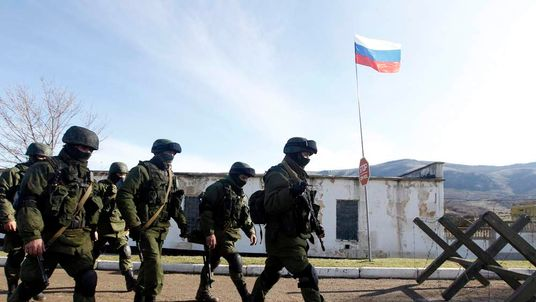 Armed men believed to be Russian servicemen in Simferopol