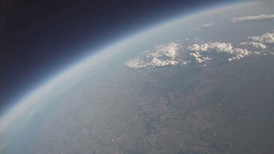 Students film earth from space using balloon and iPhone