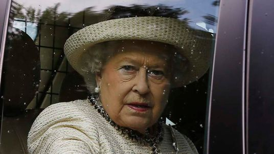 The Queen is urged by Nigel Farage to back a No vote