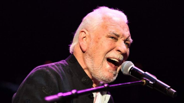 Gary Brooker performing with Procul Harum in July 2008