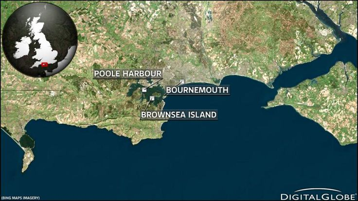Search for person after boat capsizes off Dorset coast
