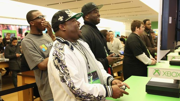 Microsoft Retail Store Hosts Xbox One Midnight Launch Event Featuring A Killer Instinct Ultra Gaming Tournament In San Diego
