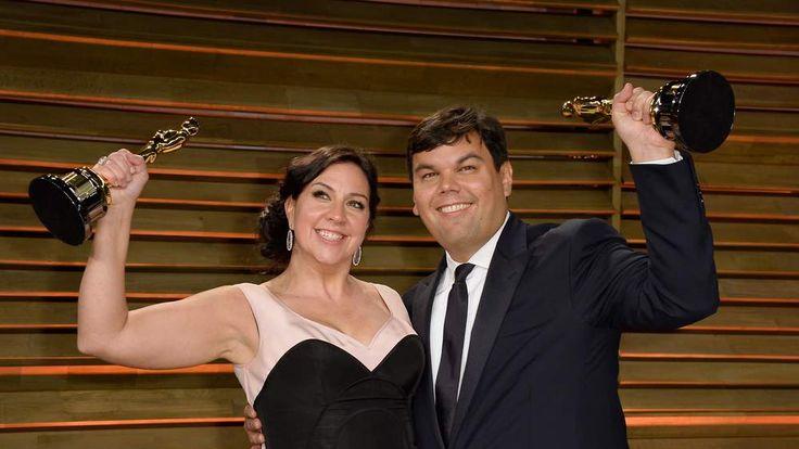 Kristen Anderson-Lopez (L) and Robert Lopez