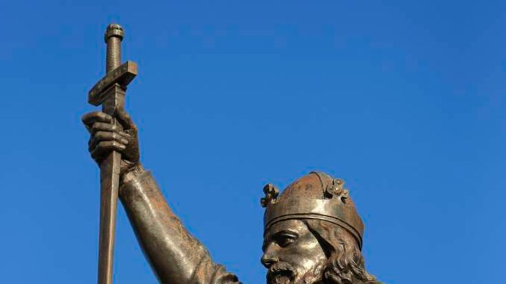 Bronze statue of Alfred the Great