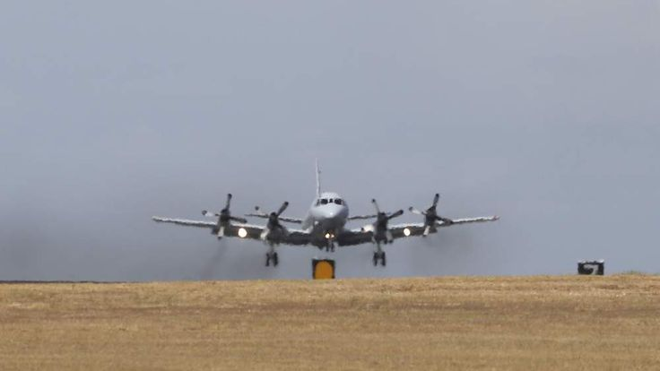 Australian plane searches for missing Malaysian Airlines jet