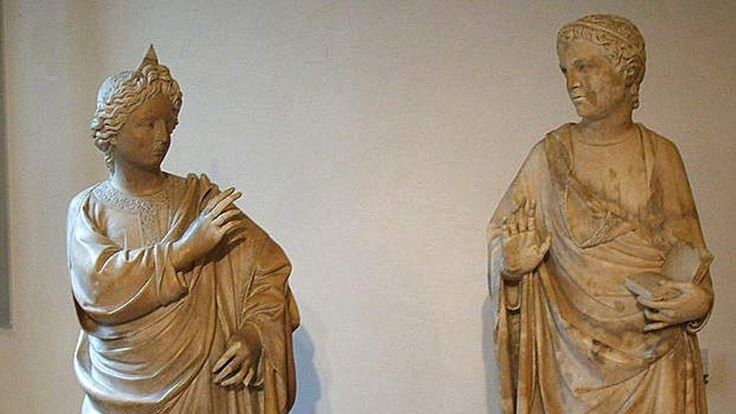 Statue of Vergine e all'Angelo Annunciatore in Florence museum which was damaged
