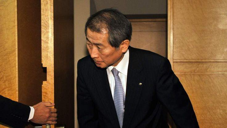 Kenichi Watanabe prepares to announce his resignation