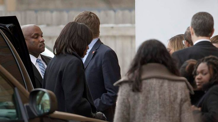 Michelle Obama arrives for funeral of Chicago teenager