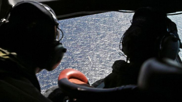 RNZAF Wing Commander Shearer and Sergeant Donaldson fly over the southern Indian Ocean to look for missing Malaysian Airlines flight MH370