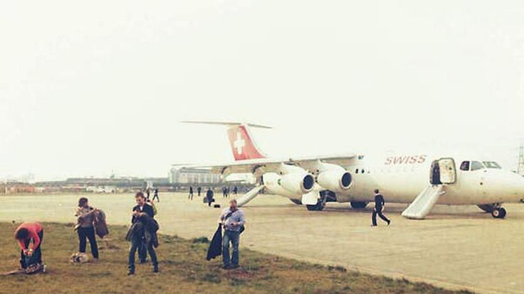 Passengers flee from the Swiss Air plane after it is evacuated