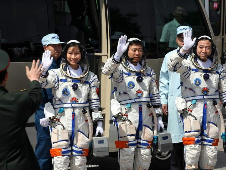 Chinese astronauts prepare to board Shenzhou-9 spacecraft