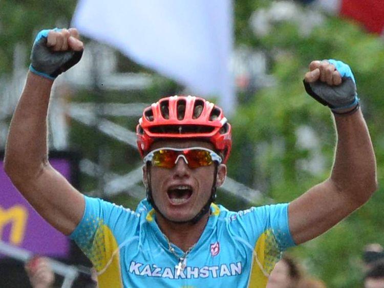 Alexandre Vinokourov of Kazakhstan wins the men's road cycling race