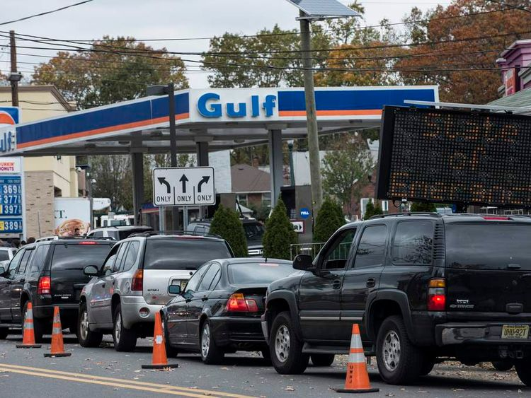 Line of cars waiting for petrol in New Jersey