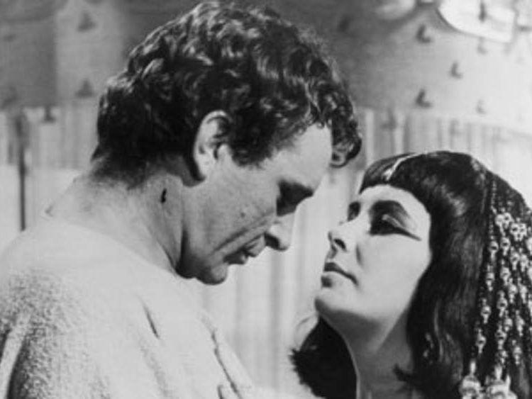 L-Elizabeth-Taylor-Richard-Burton-Cleopatra