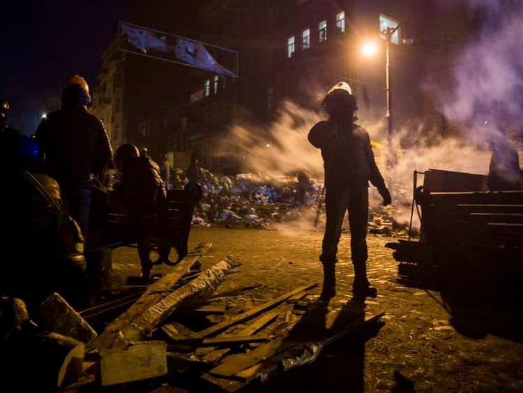 Anti-government protesters wait for decision on amnesty law at barricade in Kiev