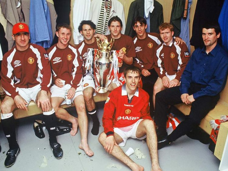 Eric Cantona, Nicky Butt, Ryan Giggs, David Beckham, Gary Neville, Paul Scholes, Roy Keane and Phil Neville of Manchester United