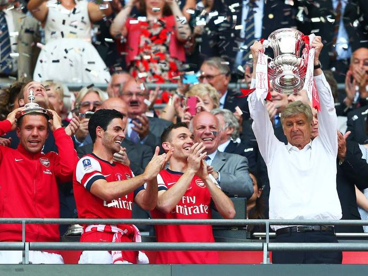 Arsene Wenger lifts the FA Cup.