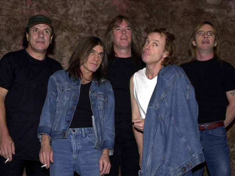 AC/DC one of last big names to agree digital download deal