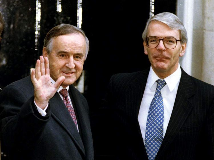 Irish Prime Minister Albert Reynolds (L) is greeted by John Major upon his arrival at Downing Street in 1993