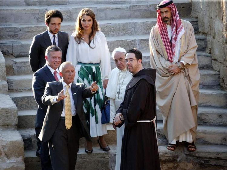King Abdullah shows The Pope Bethany